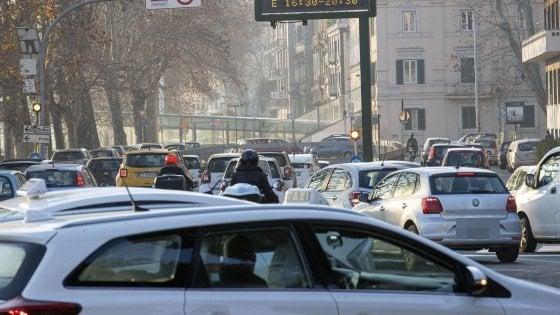 Smog a Roma, blocco di tutti i diesel anche oggi e domani