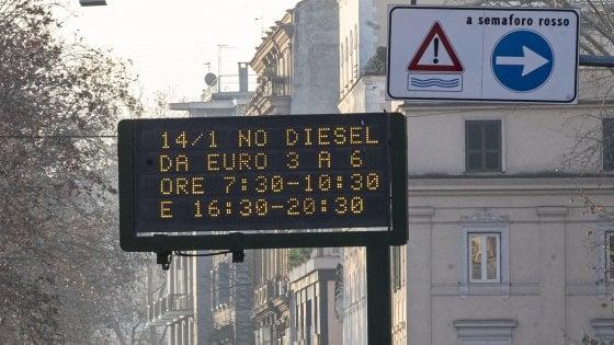 Smog a Roma, ancora divieto di circolazione per tutti i diesel. Ma i blocchi auto non abbassano le polveri sottili