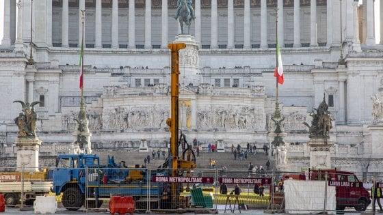 Roma, per la metro C le ruspe in piazza Venezia