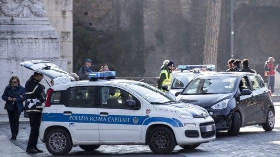 Roma, domenica ecologica: Fascia verde off limits, 301 multe e 2300 auto controllate