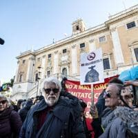 Emergenza rifiuti,  contro la discarica  di Monte Carnevale anche Ricky Tognazzi e Ward in Campidoglio