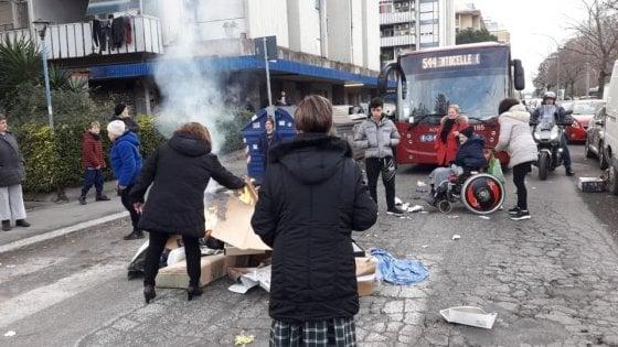 Roma, termosifoni spenti: a Casal Bruciato residenti accendono fuoco in strada. Poi la protesta rientra