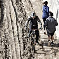 Tevere, disastro ciclabile: a Castel Sant'Angelo è un fiume di fango