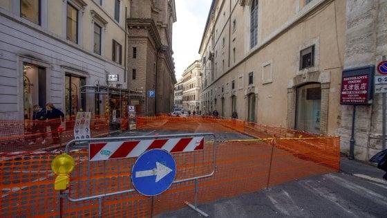 Roma, si sgretola il campanile barocco. Resta chiusa via Capo le Case