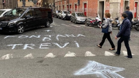 "Indicazioni false per Fontana di Trevi. I vigili: ""Tre persone riprese dalle telecamere"""