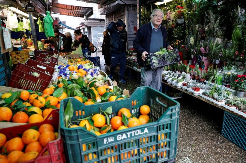 """Roma, con lo """"chef dei poveri"""" Dino Impagliazzo a cucinare per i senzatetto"""