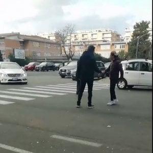 """Roma, ragazzini insultano e minacciano comitiva: """"Avete il coronavirus, cinesi di m... andate via dall'Italia"""""""
