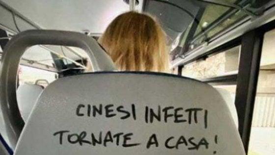 """Coronavirus, scritta su bus regionale del Lazio: """"Cinesi infetti a casa"""". L'assessore: """"Razzismo offensivo"""""""