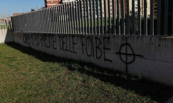 Pomezia, scritte antisemite davanti a due scuole. Insulti anche a Montespaccato