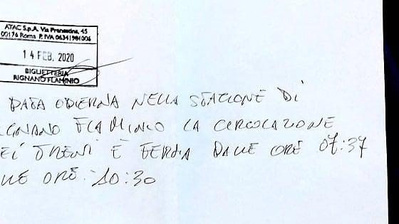 Roma-Viterbo, blocco di tre ore. Pendolari infuriati. Lo stop segnalato col cartello scritto a penna