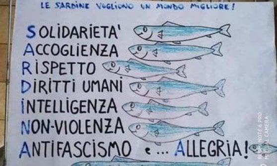 """Roma, le sardine romane tornano a navigare: """"Domenica in piazza Santi Apostoli con i ragazzi di Bologna"""""""