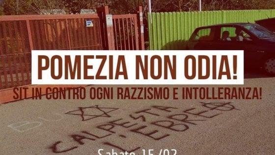 """Pomezia, dopo le scritte neonaziste studenti e antifascisti in piazza: """" Cambiamo il nome alle strade intitolate a fascisti"""""""