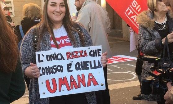 """Pomezia, studenti e associazioni in piazza contro odio e razzismo: """" Da qui una nuova rete antifascista"""""""