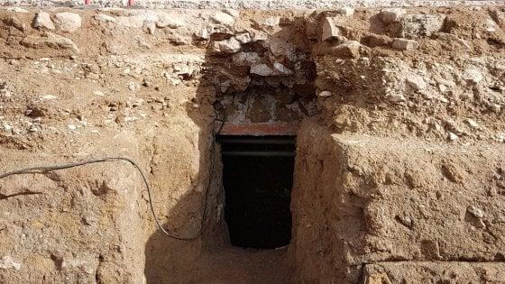 Roma, straordinaria scoperta nel Foro: ritrovato un sarcofago nel punto in cui si crede sia sepolto Romolo