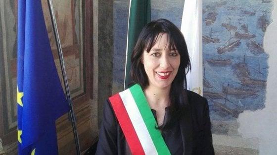 Consiglieri si dimettono, cade la sindaca M5s di Anguillara Sabazia. Nominato il commissario