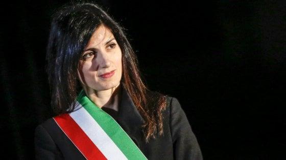 """Roma, il sondaggio su Raggi scatena le opposizioni: """"La sindaca non arriverà al ballottaggio"""""""