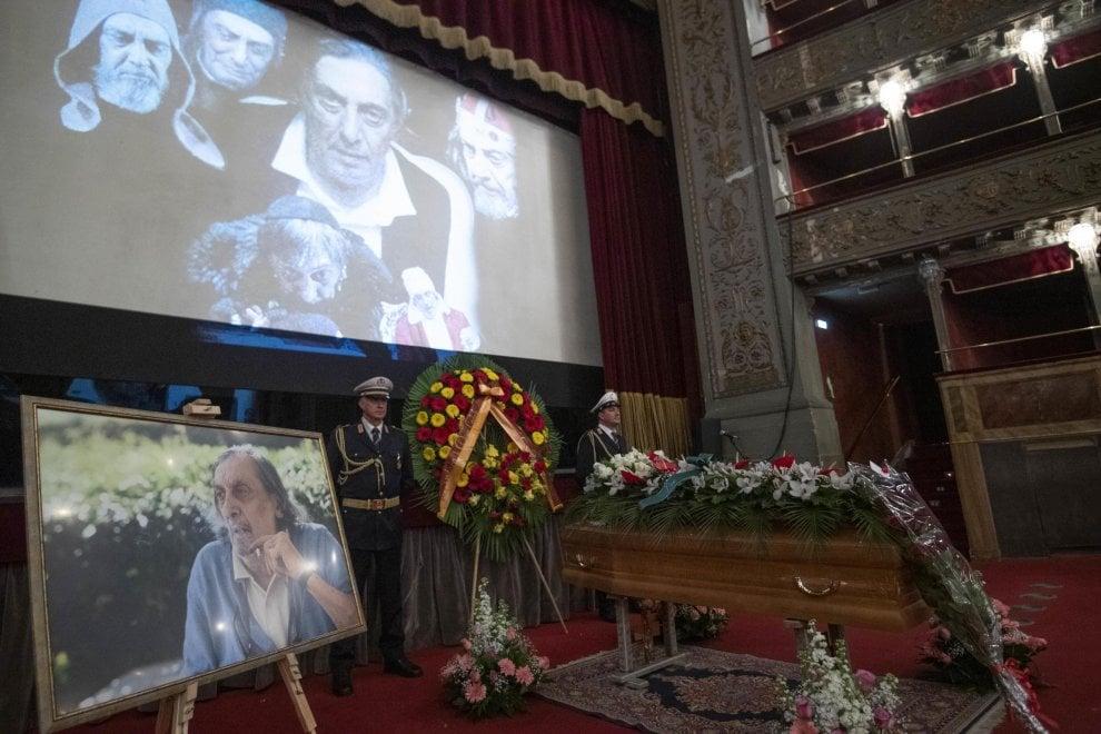 Al Teatro Valle la camera ardente per Flavio Bucci