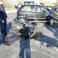 Roma, scontro tra auto e moto alla Muratella: centauro in codice rosso