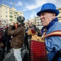 """""""Combatti la paura"""": con frappe, costumi e colori a Centocelle sfila il Carnevale"""