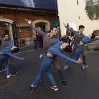 Dai suoi ballerini con passione, flash mob in musica per Eleonora Abbagnato