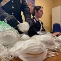 Coronavirus, vende abusivamente mascherine in via IV Novembre a Roma: 5.000 euro di multa