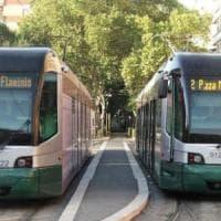 Roma, verificatrice aggredita sul tram: a soccorrerla arriva Massimo Giletti