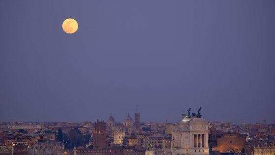 La Superluna sul cielo di Roma il 9 marzo. Ecco gli scorci migliori per ammirarla