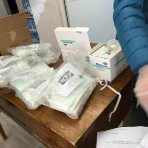 Roma, la comunità cinese dell'Esquilino regala mascherine
