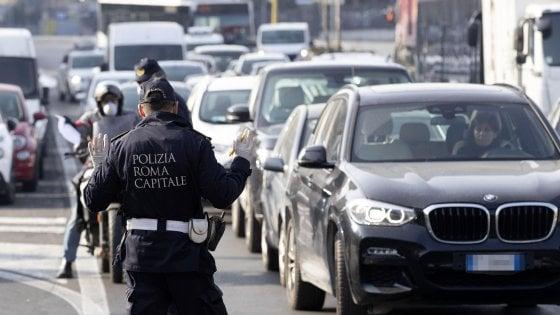 """Coronavirus, fermato a Roma in arrivo da Torino: """"Sono in pellegrinaggio"""": denunciato"""