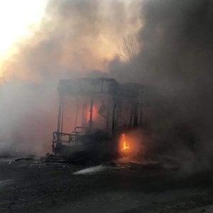 Roma, bus a fuoco a Ostia: nessun ferito. E' il nono caso dell'anno
