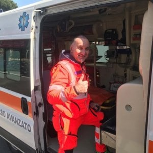 Coronavirus, i volontari dell'emergenza:  gli angeli delle ambulanze, da Roma al fronte