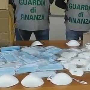 Roma, sequestrate oltre 23mila mascherine e liquido igienizzante spacciato come 'biocida'