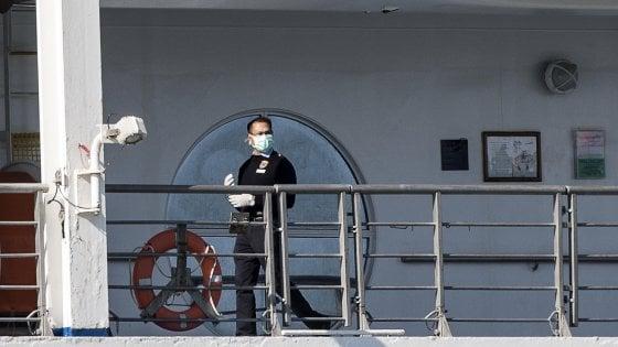 """Coronavirus, la Costa Victoria approda a Civitavecchia. Il sindaco: """"Città off limits, passeggeri portati via in pullman"""""""
