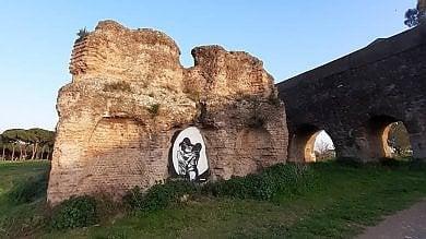 """Lo street artist Hogre imbratta pezzo dell'acquedotto romano. """"Vergognoso"""""""