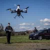 Emergenza coronavirus Roma, i carabinieri pattugliano il parco della Caffarella col drone