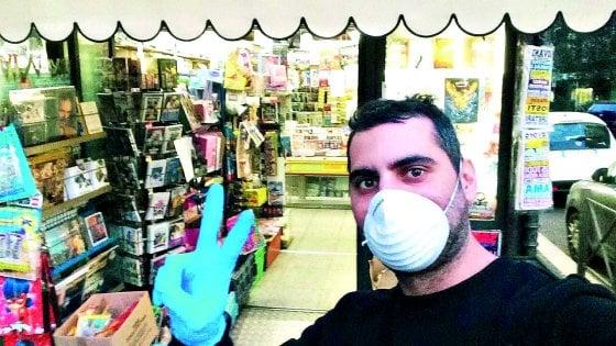 """Coronavirus Roma, l'edicolante:  """"Giornali e libri a domicilio Così resistiamo"""""""