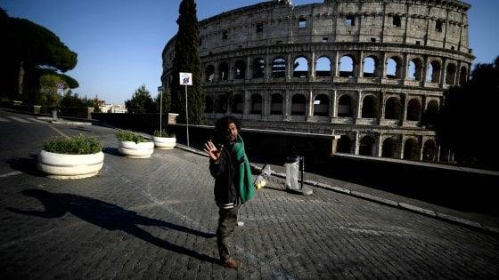 """Coronavirus a Roma, Raggi a Zingaretti:  """"Tamponi a senza fissa dimora, rischio focolai"""". Costa: """"Ma serve anche un tetto"""""""