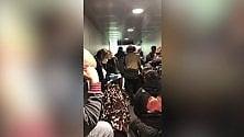 """Coronavirus, """"il mio viaggio da incubo in aereo da New York a Roma"""""""