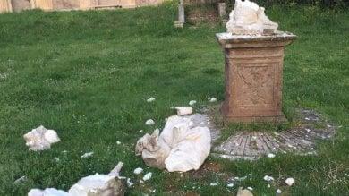 """Vandali a Villa Pamphilj distrutte due statue. Raggi: """"Gesto vergognoso"""""""
