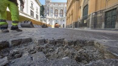 Addio sampietrini in via IV Novembre: parte il cantiere per sostituirli con l'asfalto
