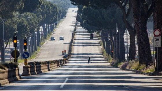 Coronavirus Roma, posti di blocco e strade deserte nel giorno di Pasqua