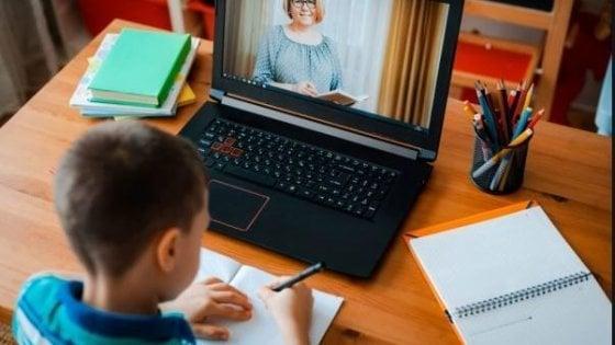 """Coronavirus Roma, l'allarme di Sant'Egidio: """"Il 61% dei bambini dai 6 ai 10 anni non ha svolto neanche una lezione on line"""""""