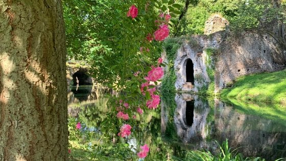 Riapre il Giardino di Ninfa: ecco il nuovo calendario per prenotarsi