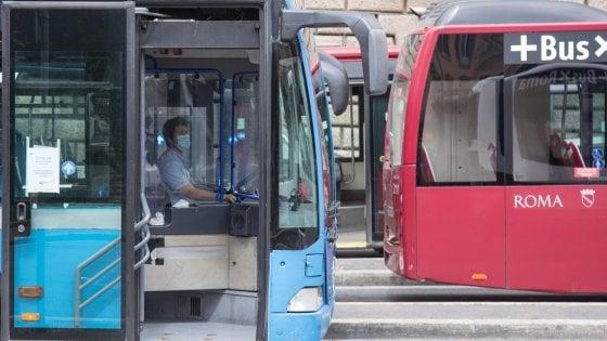 Fase 2 Roma, da lunedì 70 bus privati per 3 linee in più tra periferia e centro: ecco i percorsi