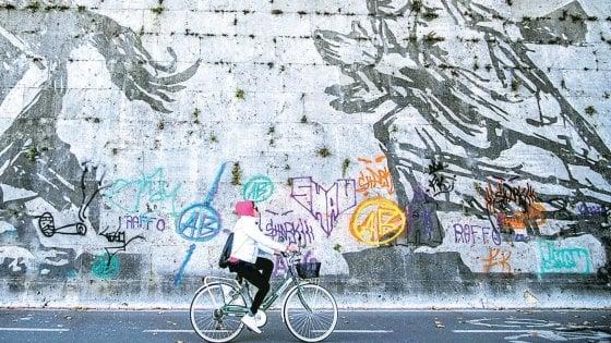 Roma, il mondo di sotto del Tevere, perduto tra ciclisti e delitti
