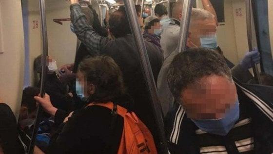 """Trasporti Roma, Raggi: """"Cercheremo di aumentare corse e anticipare apertura metro"""""""