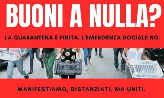 Roma, la protesta delle cassette vuote arriva in Campidoglio
