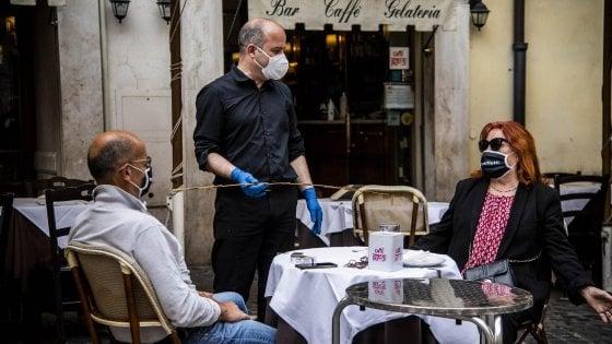 Fase 2 a Roma, bar e ristoranti: via libera a +35% di tavolini esterni per 12 mesi. E fino a dicembre non si paga il canone
