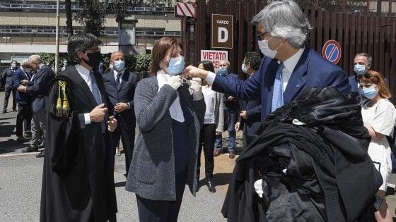 Roma, giustizia in panne. I penalisti protestano. Un magistrato positivo al Coronavirus