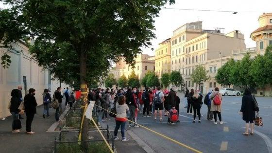 Trasporti Roma, passeggeri accalcati in attesa del bus sostitutivo a Castro Pretorio